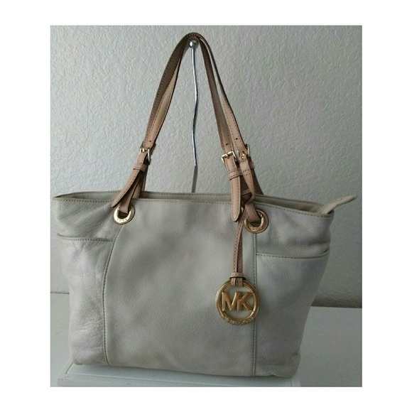 c8fedd7bf771 Michael Kors Light Cream Tote Bag. M_5b2fb7432e1478c0db49f02a